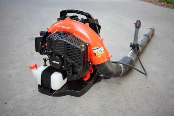 What to look when buying a gas leaf blower